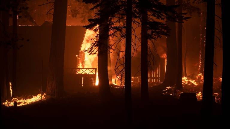 Live Updates: Entire city of South Lake Tahoe evacuated as weather drives Caldor Fire